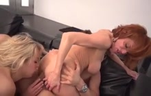 Squirting babes Veronica and Zoey in anal three-way